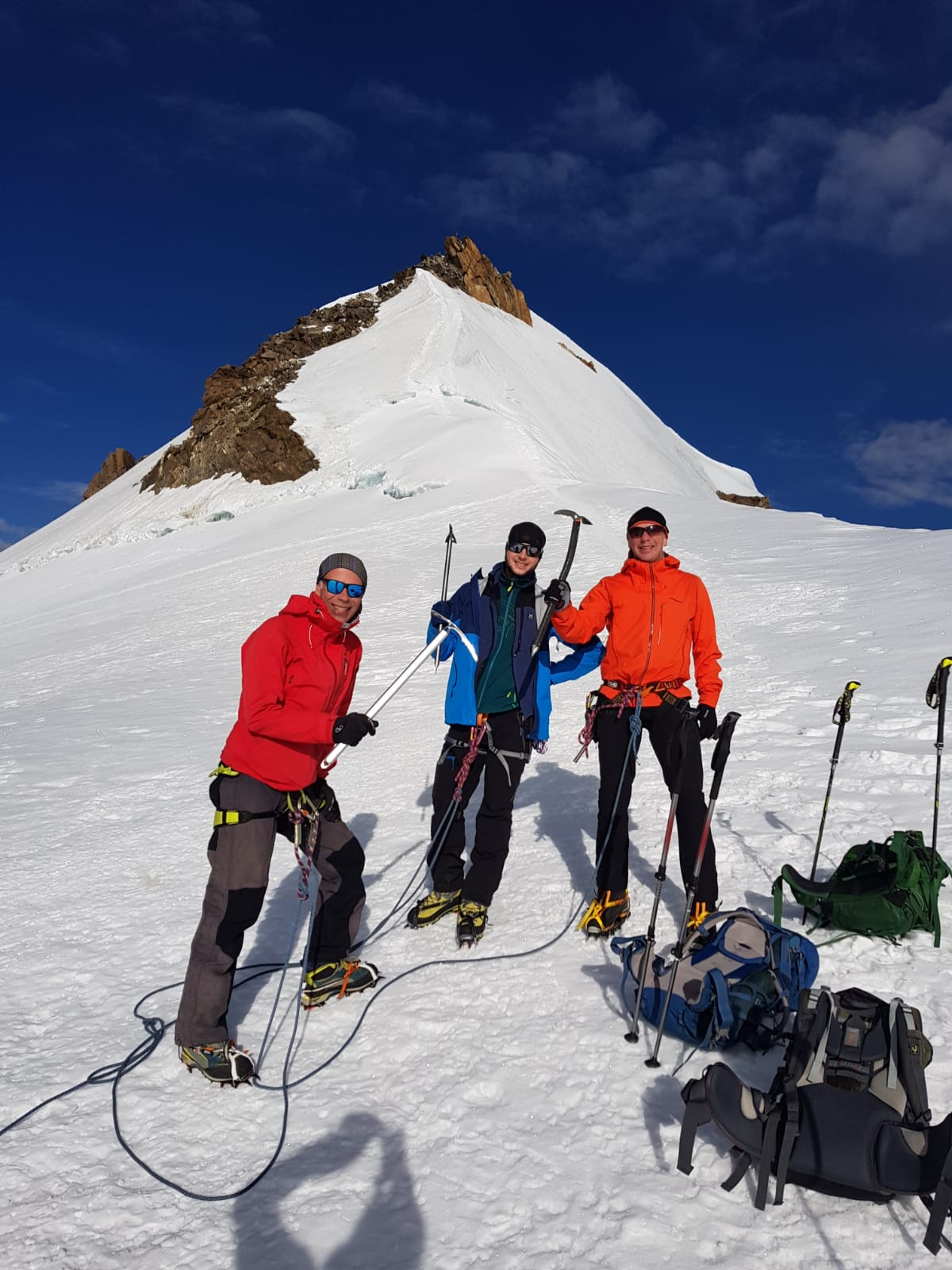 alpinisme-camping-tignes-(73320)-tente-montagne-vacances